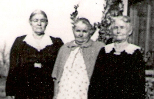 Picture of (L-R) Tollie, Callie and Mollie MAGEE in later years.